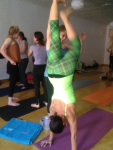 Sara our A&P teacher shows us how to lock all our bhandas in order to get into a hand stand